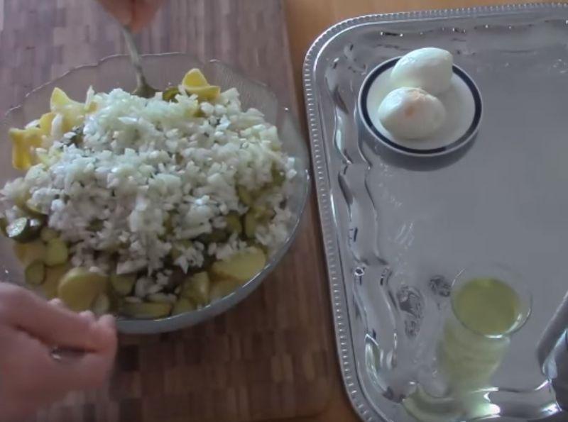 Картофельный салат с красным луком и оливками, пошаговый рецепт на 1311 ккал, фото, ингредиенты - Юна